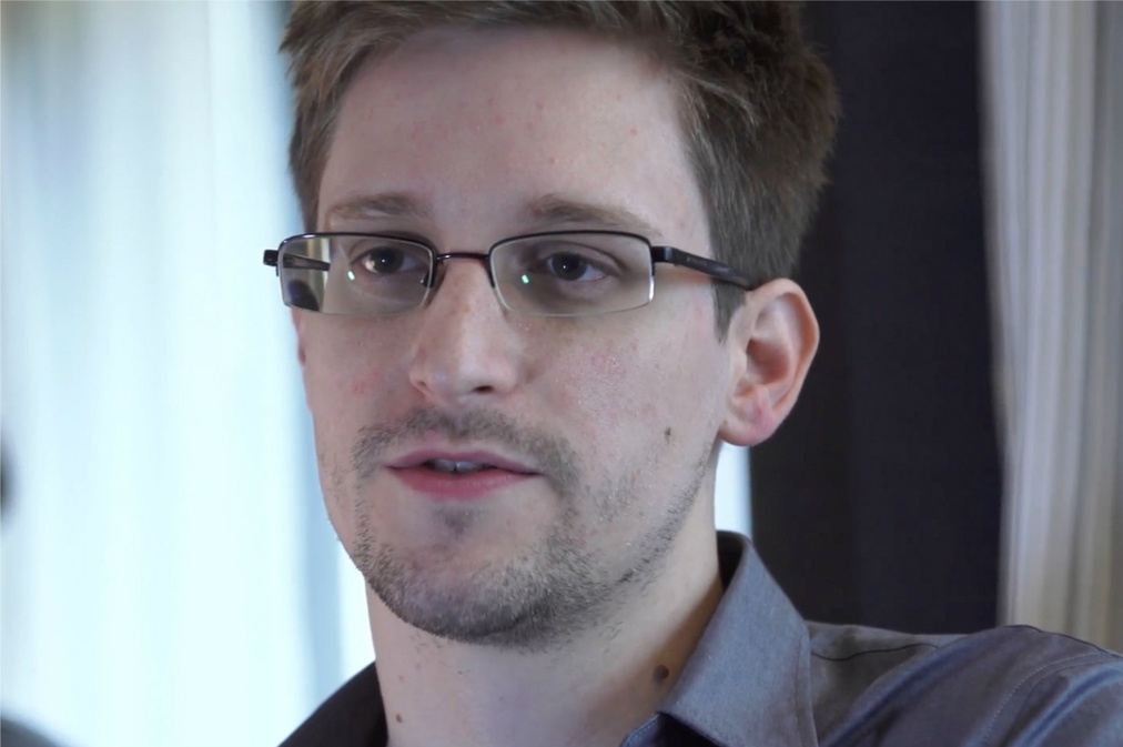 James Bond Producers Set To Make Edward Snowden Movie