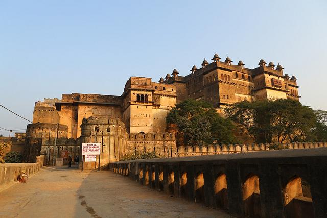 Toerana mahatalanjona 3 avy any Lucknow azonao zahana amin'ny dia manan-tantara