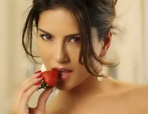 10 JAW-DROPPING FACTS ABOUT SUNNY LEONE!