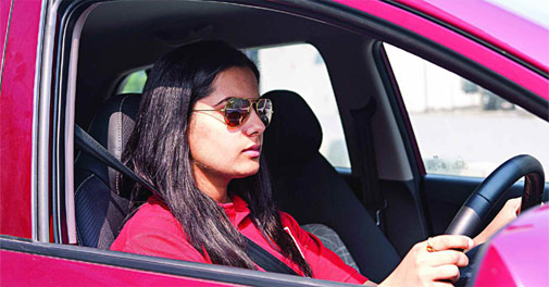 wear-sunglasses-while-driving
