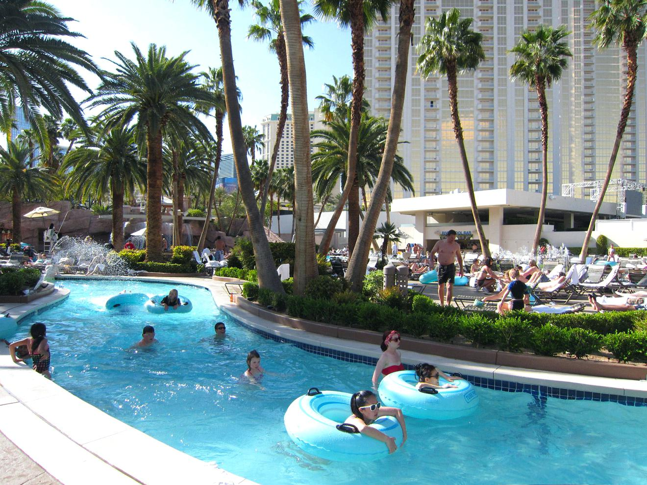 Top 5 Reasons Why You Need To Find The Best Las Vegas Hotel Deals For Your Family Vacation