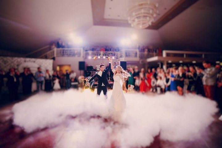 3 Reasons To Pick Wedding Bands Over DJ
